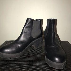 Black Steve Madden chelsea boot